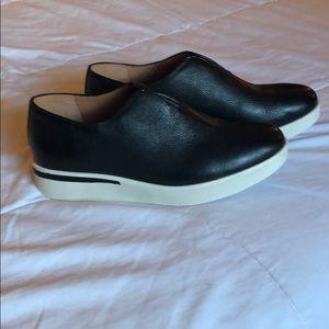 BNWOT Kenneth Cole Gentle Souls Slip on sneakers